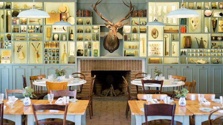 O novo hotel São Lourenço do Hotel Barrocal ocupa um monte alentejano e tem um restaurante com produtos locais que foi decorado pela arquiteta Joana Astolfi.