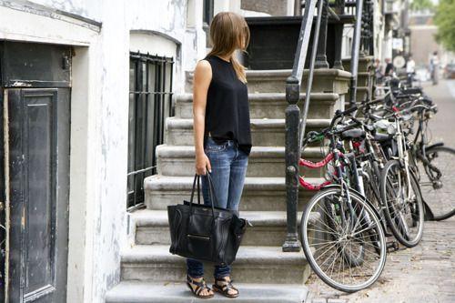 rockin' the black sleeveless, skinnies, fantastic oversized black bag & black sandals....