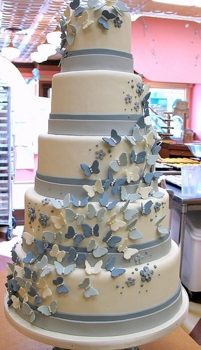 How about cascades of butterflies on your weding cake?