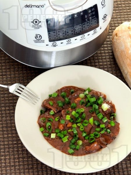 Рецепта за Телешки джолан в собствен сос с вино и домати в Делимано Мултикукър