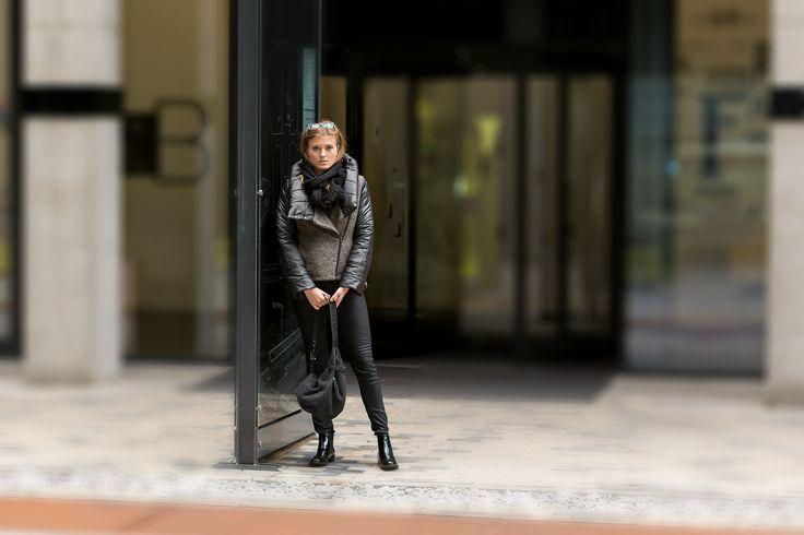 Wełniana kurtka z pikowanymi rękawami. Woolen jacket with quilted sleeves. http://www.bee.com.pl/e-sklep/