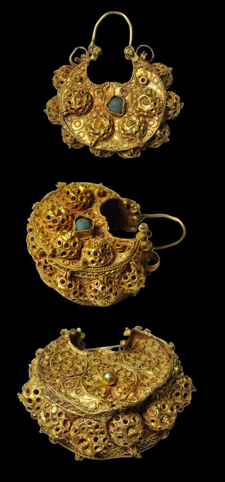 Gold earring set with turquoise - Iran, Iraq or Syria. Circa 11th-12th century.:
