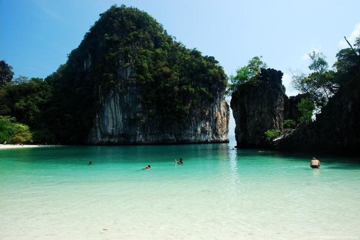 ... Bay where the movie The Beach was filmed) - Ko Phi Phi Don, Thailand
