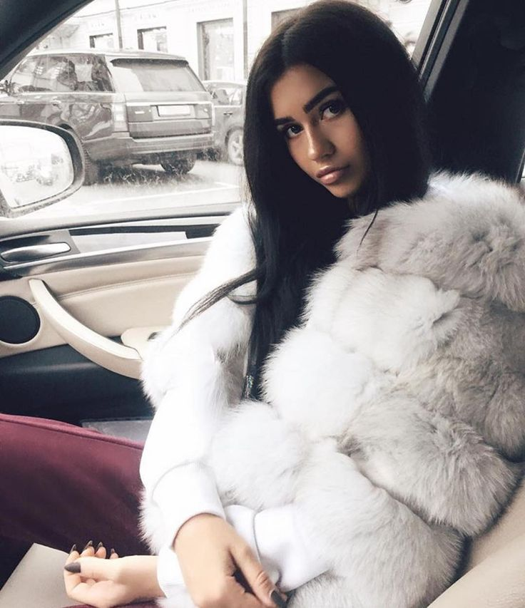 Cold mornings are officially back❄️ Shop our Natural white 5 ring fox fur coat online now❄️ So many styles to choose from www.twentyfall.co.uk