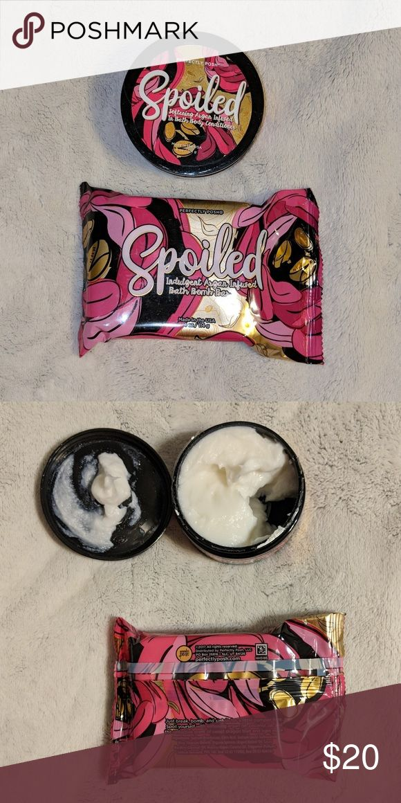 Perfectly posh set Comes with both bath bar and the in bath body conditioner. Great for a Christmas gift 🎀🎄 they are both in New unused condition! I peeled the top off of the body conditioner to smell it😍 perfectly posh Makeup Brushes & Tools