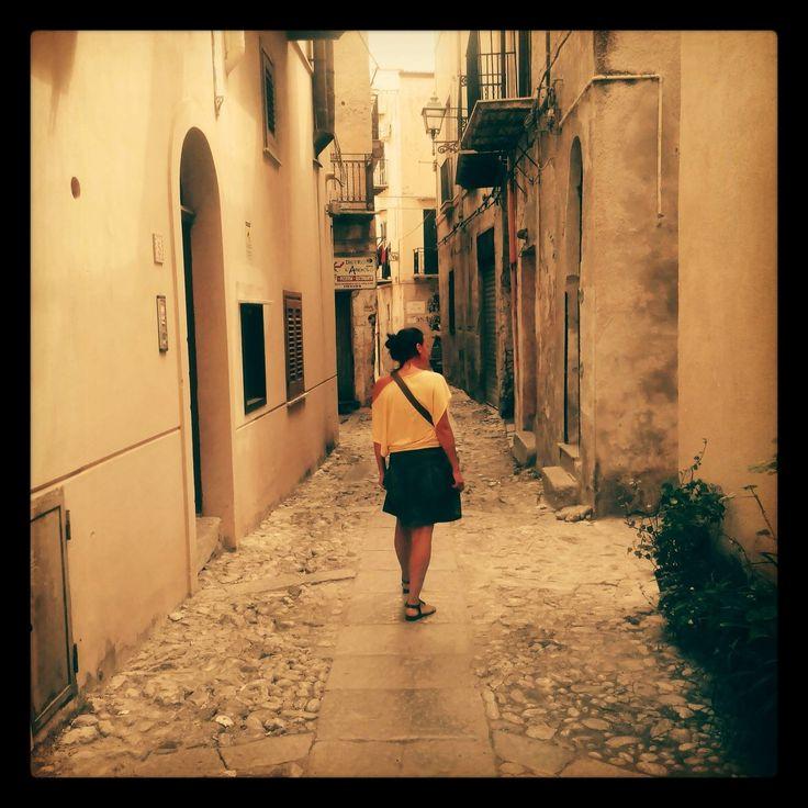 Fra i vicoli di Monreale (Palermo), In foto una nostra blogger: GirovagAmbra