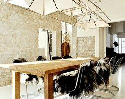 industrialna kamienica - Duża otwarta jadalnia jako osobne pomieszczenie, styl industrialny - zdjęcie od projekt i...