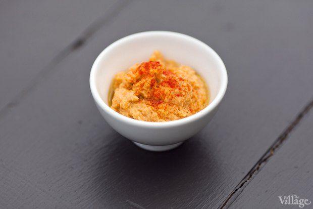Рецепты шефов: Красный хумус, бабагануш, долма ипшеничные лепешки. Изображение №2.