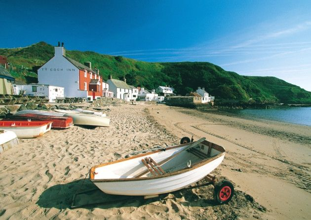Beaches in North Wales. The Ty Coch Inn at Porthdinllaen. Crown copyright. Visit Wales.