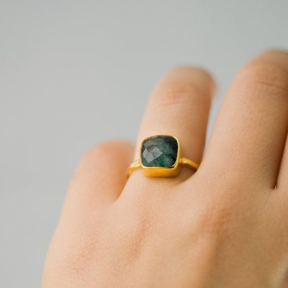 VERKOOP ruwe Emerald Ring goud kan Birthstone Ring door delezhen