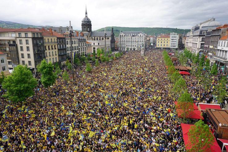 Photos des supporters de l'ASM Clermont Place de Jaude pour la finale de Coupe d'Europe contre Toulon - Cyberbougnat - Clermont-Ferrand