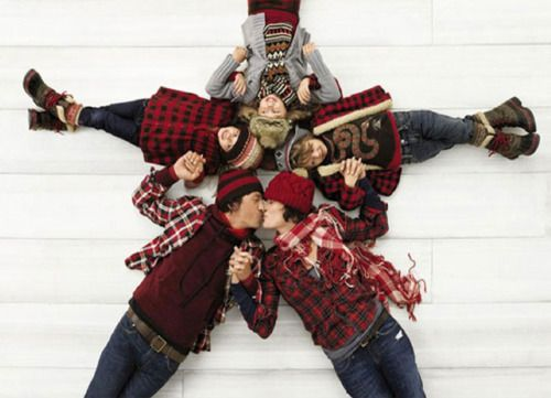 Super cute idea for a Christmas Card/Family portrait :)  But they should all wear white and lay on a colored background