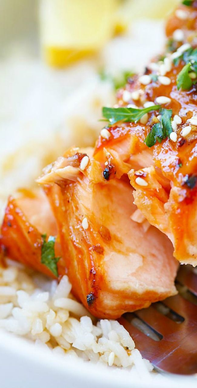 Easy Ginger Garlic Baked Salmon – the best and easiest salmon recipe ever! Moist, flavorful, juicy, and takes only 10 mins to prep. So good!! | rasamalaysia.com