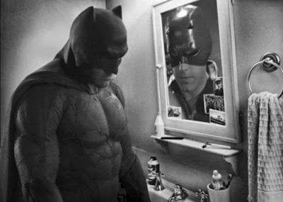 batman triste parodie batman vs superman ben affleck 19   Le batman triste devient un meme   Zach Snyder triste superman photoshop photo par...
