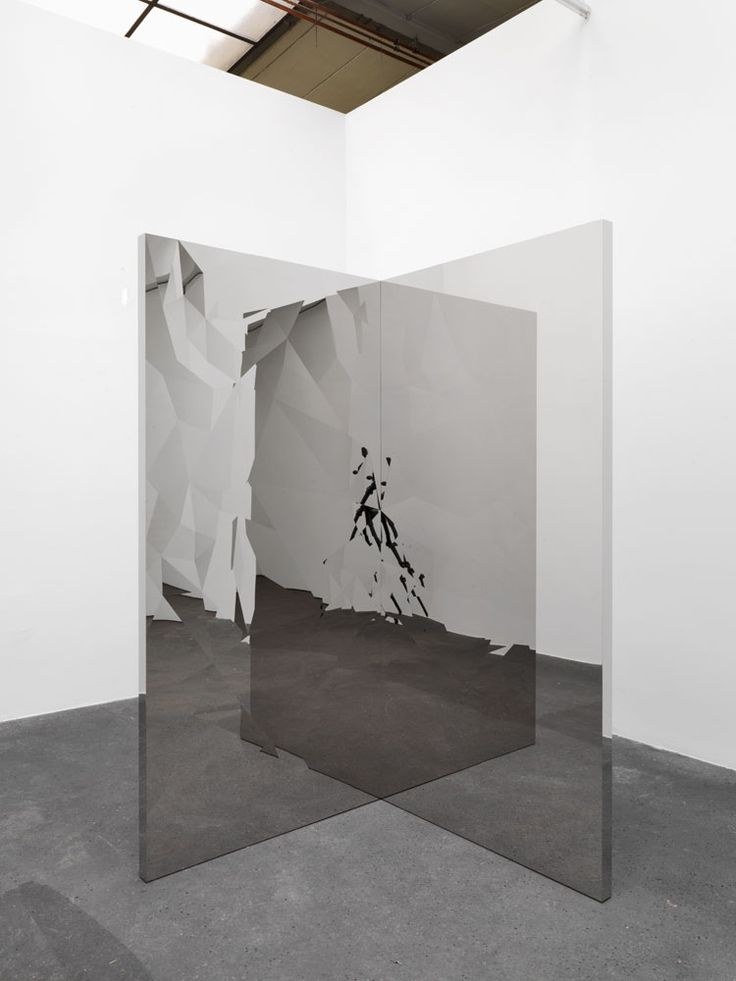 Tenebris: Jeppe Hein, Fragmented Mirror Angle, 2013, high polished stainless steel (super mirror), aluminium, 200 x 100 x 100 cm