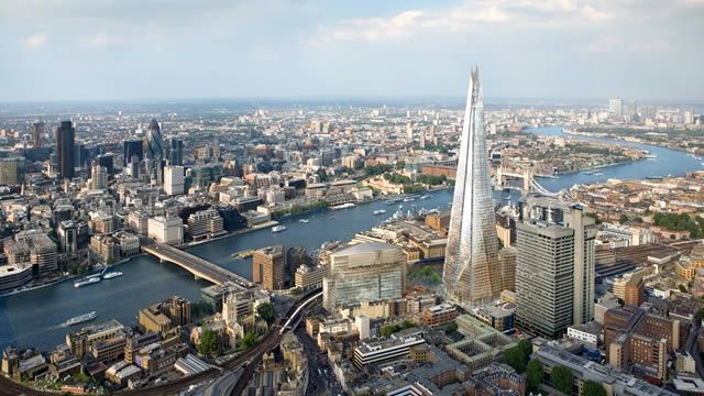 In the London Bridge area you can experience amazing views in The Shard, sample artisan food at Borough Market and uncover hidden gems along the Thames