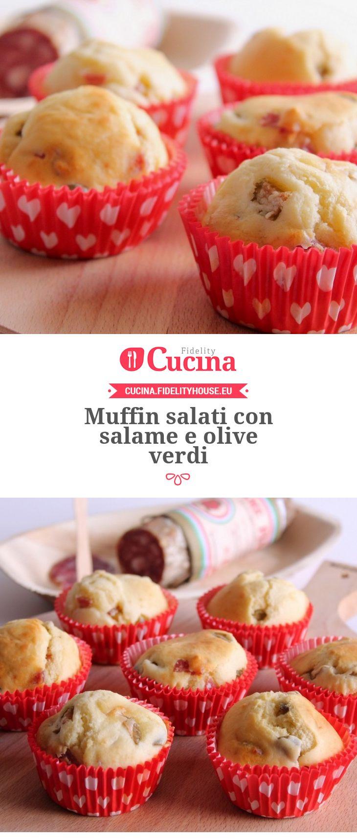 Muffin salati con salame e olive verdi