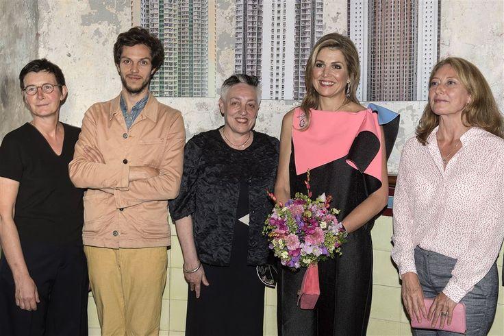 AMSTERDAM - In aanwezigheid van koningin Máxima is de zeventigste editie van het Holland Festival geopend. Dat gebeurde met de uitvoering van de opera Mariavespers van Claudio Monteverdi in een regie van artistiek directeur Pierre Audi.