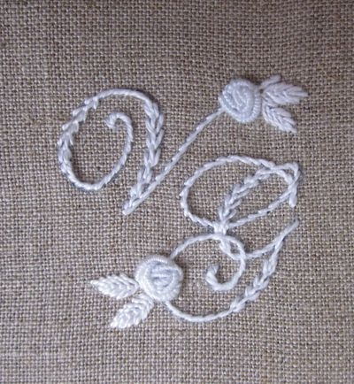 Elisabetta ricami a mano: Matrimonio in bianco.../ I like the way the embroidery looks on the burlap