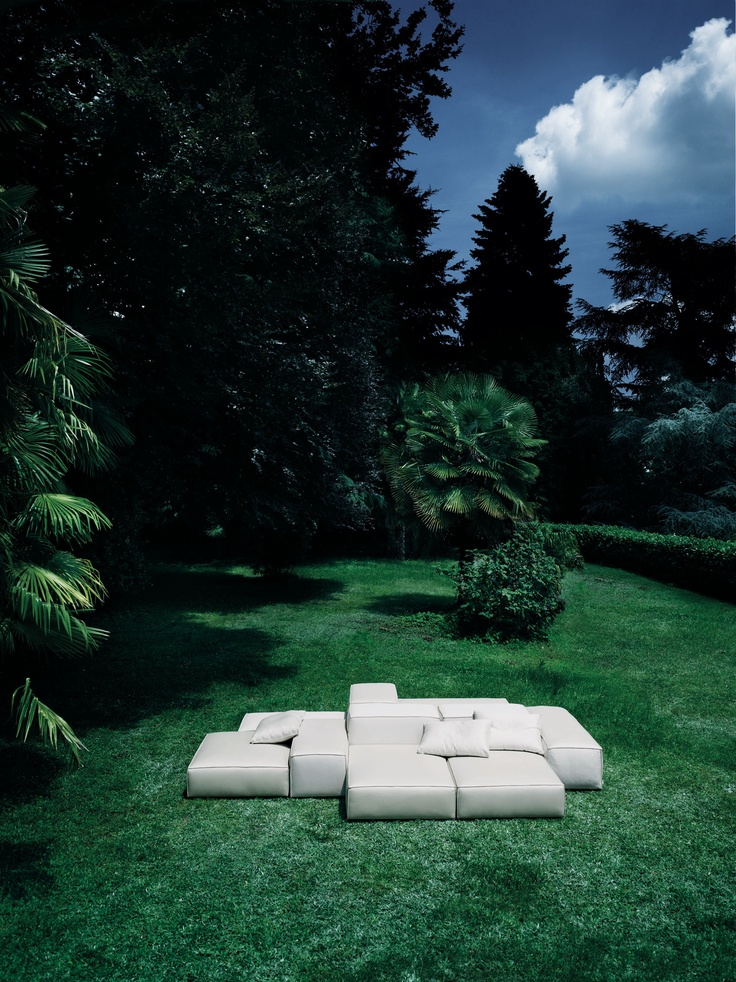 Extrasoft Outdoor. Design: Piero Lissoni