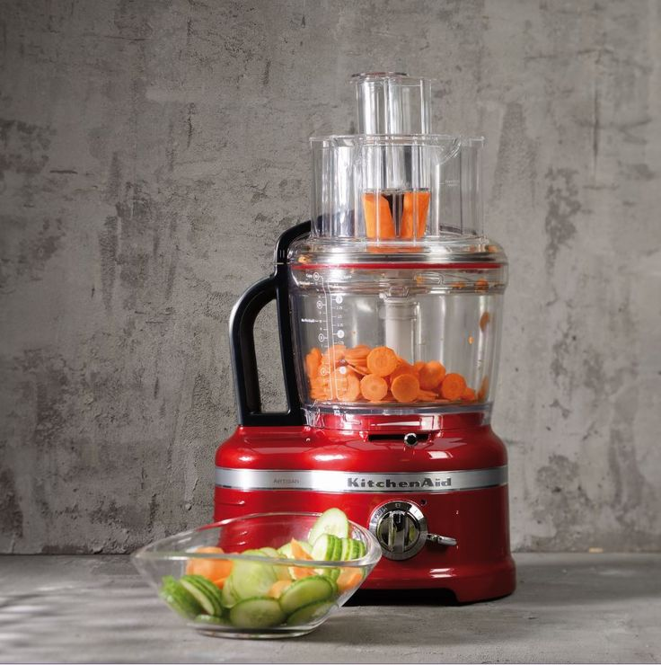 Knife skills? Not a challenge for the #KitchenAidFoodProcessor ! Put those knives away for now! Much love KitchenAid Africa xx