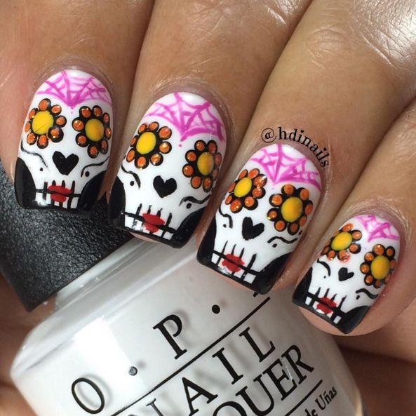 Love this sugar skull design by @hdinails! Rock it on Dia de los Muertos.