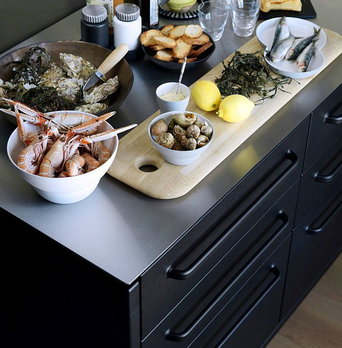 stainless-steel-countertop-surface