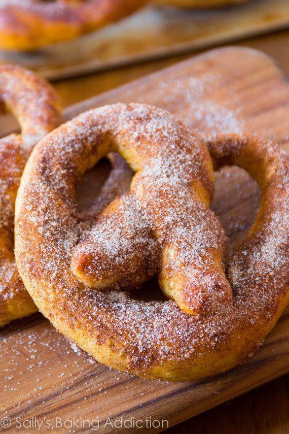 Canela-açúcar macios Pretzels - pretzels caseiros são muito mais fácil (e mais rápido) do que você pensa!  Use minha receita de massa fácil.