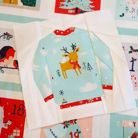 Time to quit pretending I'm not fully immersed in Christmas preparations over here 🎄 #uglysweaterblock mug rug making ~pattern by @kidgiddy ~ and advent calendar embellishing currently happening. Michael Bublé's Christmas album providing background music 🎵🎶