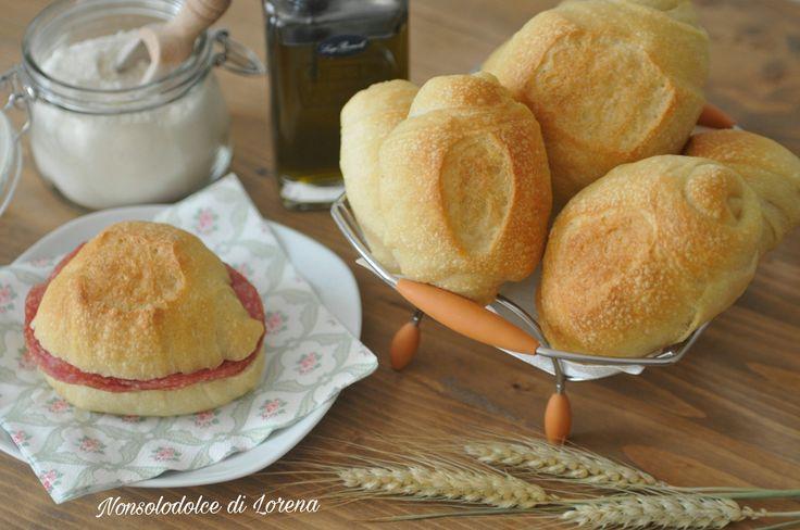 Panini sfogliati all'olio d'oliva con lievito madre
