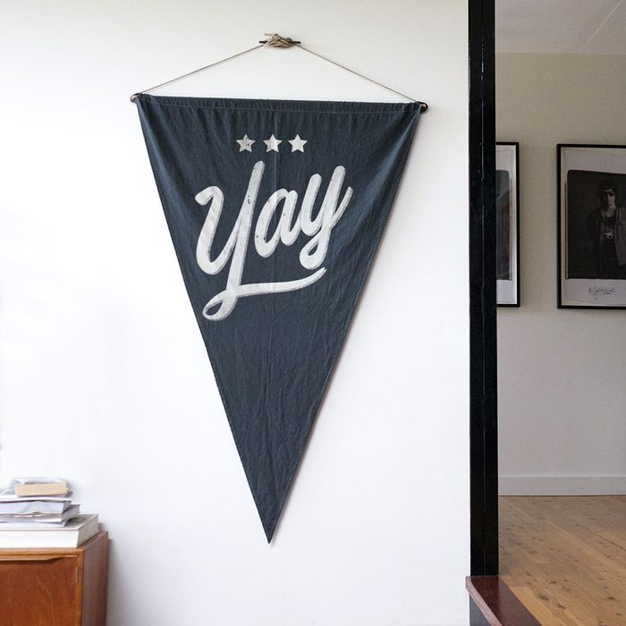 12 festive gift ideas - Yay Wall Flag - Pony Rider