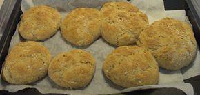 Zutaten: 250 g Weizenmehl 250g Vollkornmel 1/2 l Buttermilch 1/2 Germ (1 Pkg. Trockengerm) 1 TL Salz 1/TL Brotgewürz  Zum Bestreuen: Sesam, Mohn oder grobes Salz