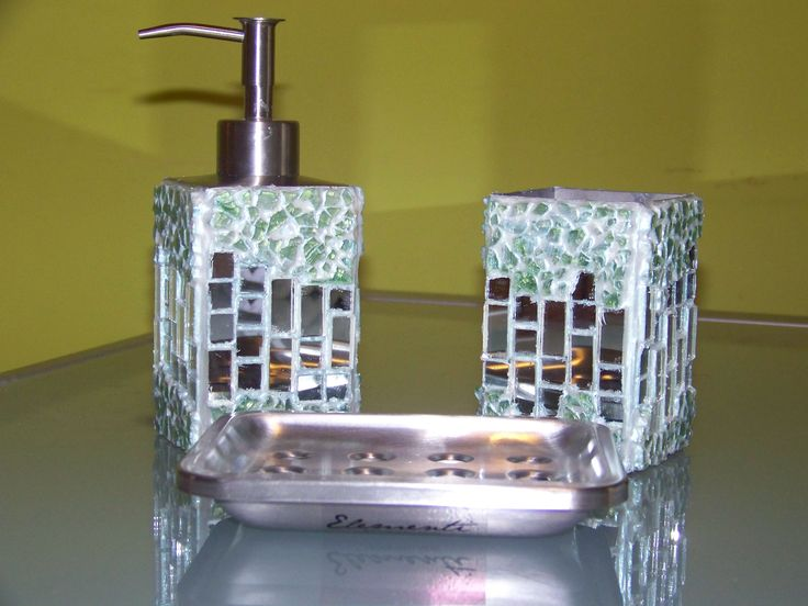 set da bagno in acciaio, rivestito con tessere in mosaico a specchio e vetro craklé verde