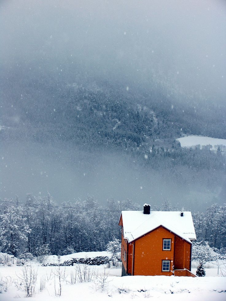 landyscape:  Oransje hus, blått vær -|- Orange house, blue weather (by 彡erlingsi)