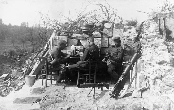 GERMAN ARMY WESTERN FRONT 1917 (Q 45386)   Men of a machine gun picket playing cards. Ossus in the Siegfried Line