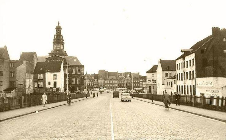 De Merret vaanaof de Wilhelminabrögk, 1954.