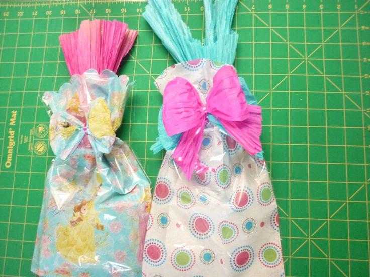 Empaque de regalo en celofán y seda