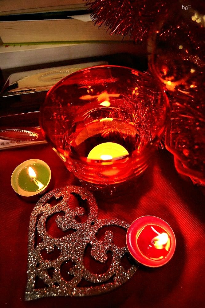 Xmas set 2012: books, red things, candles, heart - Barbara Gozzi©