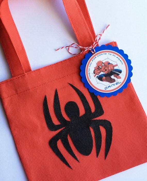 Conjunto de 12 bolsas Favor de Spiderman con etiquetas