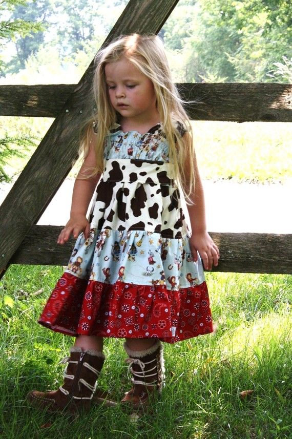 country chic dress for little ones.  Ok it isn't for me to wear, of course,but it is still cute.