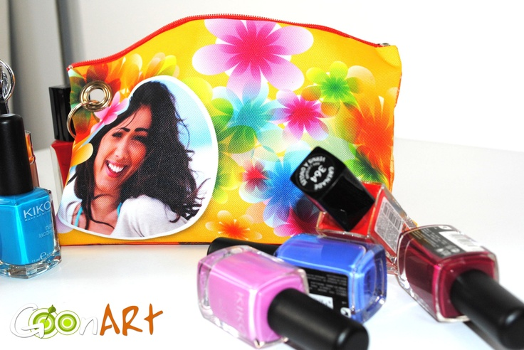 Stampa le tue foto su pochette e crea un pratico accessorio con cui tenere in ordine tutti i tuoi smalti e i kit per il nail care. Personalizzala con le grafiche dei nostri artisti in Post for Sale o crea la tua grafica! È ideale anche come idea regalo per il Natale! http://www.goonart.it/pochette-personalizzata.aspx  #pochette #smalti #regali