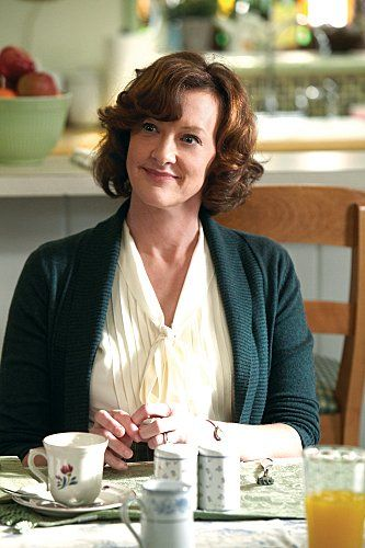 Joan Cusack. Absolutely brilliant in Shameless.