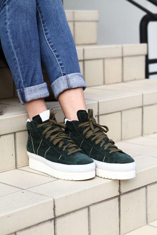 http://www.leichic.it/stile/sneakers-platform-con-zeppa-uno-stile-casual-con-qualche-centimetro-in-piu-27830.html