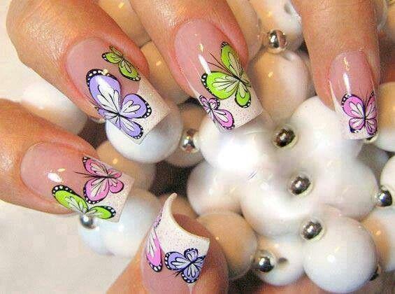 Uñas de mariposas :)