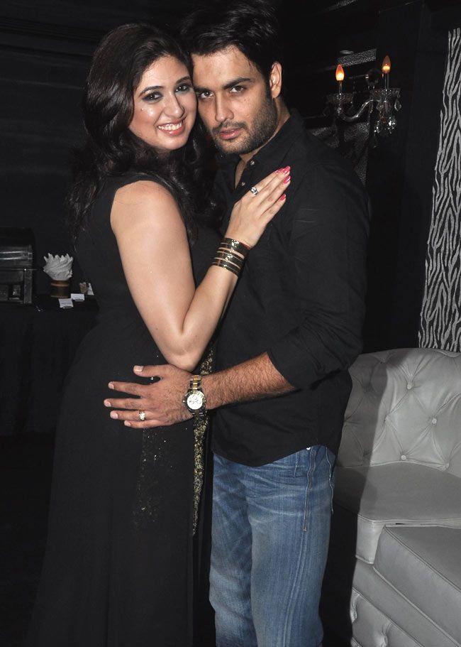 Birthday boy Vivian Dsena and wife Vahhbiz Dorabjee : Photos: Telly actor Vivian Dsena celebrates his birthday