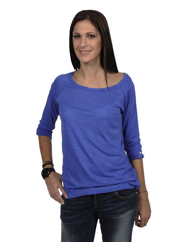 Γυναικεία μακρυμάνικη μπλούζα Fox regular fit για καλύτερη και πιο άνετη εφαρμογή. Η Fox  χρησιμοποίησε διαφορετικά υλικά στα υφάσματά της για να πετύχει μέγιστη ποιότητα, ανθεκτικότητα και πιο απαλή υφή. Η μπλούζα έχει το κόψιμο μιας κλασικής μπλούζας με φαρδιά λαιμόκοψη και trois quarts μανίκια ενώ έχει και μια διακριτική τσεπούλα στο στήθος. Φόρεσέ τη κάθε μέρα! Οι μπλούζες της Fox είναι super άνετες και ταιριάζουν με τα πάντα!\nΣύνθεση:80% Βαμβάκι20% Πολυεστέρας  27.00 €