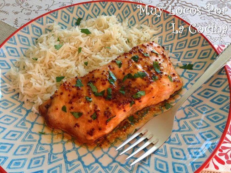 Esta es una receta de salmón al horno muy fácil de hacer y rápida que combina el sirope de arce con la mostaza ...