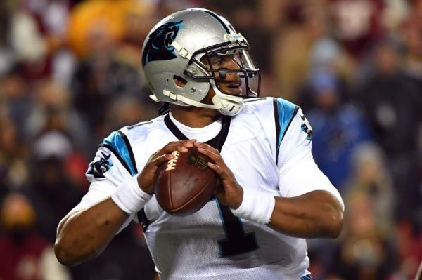 Carolina Panthers quarterback Cam Newton did not throw at practice for the third consecutive day because of right shoulder soreness.