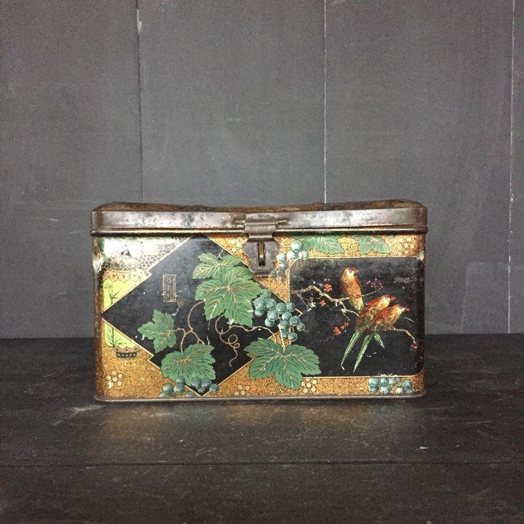 Een persoonlijke favoriet uit mijn Etsy shop https://www.etsy.com/nl/listing/235343610/vintage-koekje-of-trinket-trommeltje-met