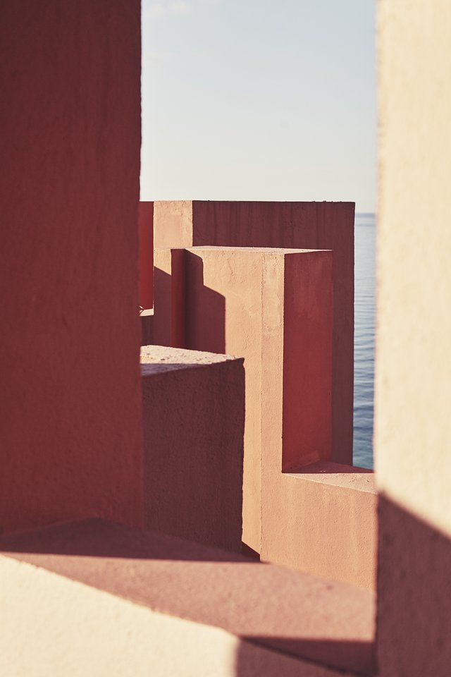 La Muralla Roja. Ricardo Boffil. Inspiracion tipo Barragán.